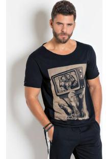 Camiseta Preta Com Detalhes Destroyed