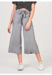 Calça Feminina Pantacourt Em Tecido De Liocel Com Bolso Cinza