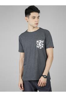 Camiseta Masculina Com Bolso Estampado Tropical Manga Curta Gola Careca Cinza Mescla Escuro