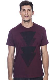 Camiseta Long Island Triângulos Bordô