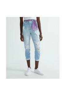 Calça Jeans Fit Mom Com Puídos E Cinto De Lenço