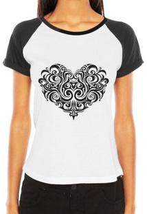 Camiseta Raglan Criativa Urbana Coração Tribal Desenho Tattoo - Feminino