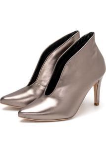 Sapato Scarpin Abotinado Salto Alto Fino Em Metalizado Onix - Tricae