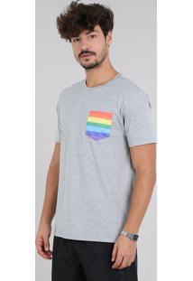 Camiseta Masculina Pride Com Bolso Estampado Arco-Íris Manga Curta Gola Careca Cinza Mescla Claro