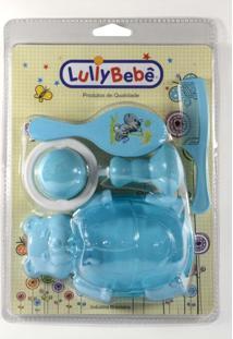 Kit Banho Para O Bebê Lullybebê Com Pente, Escova, Chocalho Saturno E Saboneteira Urso Azul E Rosa