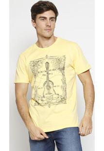 """Camiseta """"Violão"""" Com Algodão Sustentável- Amarela & Precoca-Cola"""