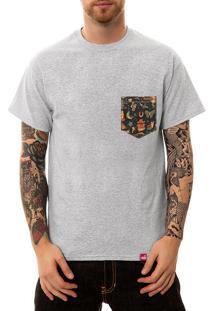Camiseta Wevans Bolso Aplique Old School Cinza