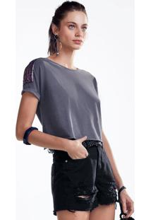 T-Shirt Em Malha De Algodão Com Aplicação Nos Ombros E Mangas Dobradas