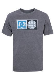 Camiseta Dc Global Salute - Masculina - Cinza