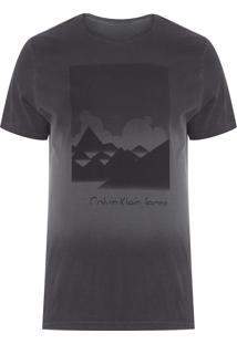 Camiseta Masculina Estampa Montanhas - Cinza