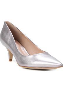 Scarpin Couro Shoestock Metalizado Salto Baixo - Feminino-Cinza
