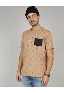 Camiseta Masculina Estampada De Papagaio Com Bolso Manga Curta Gola Careca Caramelo