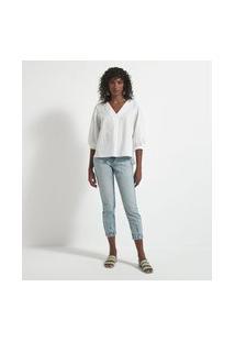 Calça Mom Jeans Com Bolsos Diferenciados E Recorte Na Barra