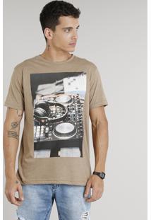 """Camiseta Masculina """"Busy Tonight"""" Manga Curta Gola Careca Marrom"""