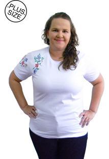 Camiseta Hifen Bordada Em Floral Plus Size Branca