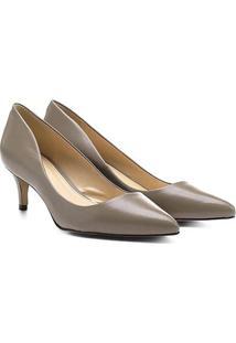 Scarpin Couro Shoestock Salto Médio Bico Fino - Feminino-Bege