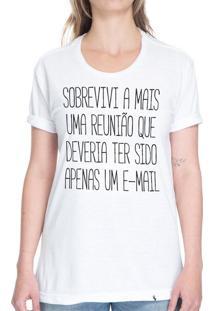 Sobrevivi A Mais Uma Reunião - Camiseta Basicona Unissex