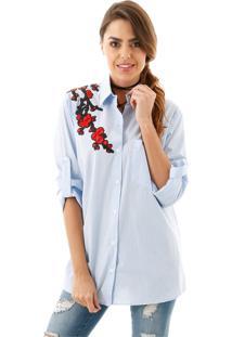 Camisa Listrada Azul Com Aplicação De Flor Vermelha Azul