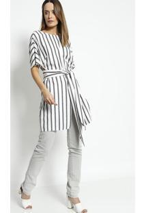Blusa Alongada Listrada Com Fenda- Off White & Pretacleo Aidar