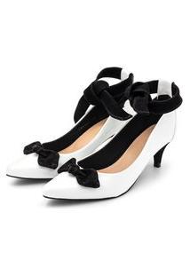 Sapato Scarpin Com Laço Salto Baixo Fino Em Napa Verniz Branca