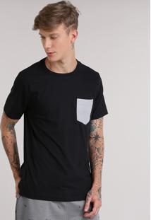 Camiseta Com Bolso Estampado Listrado Preta