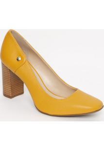Sapato Tradicional Em Couro Com Tag Metã¡Lica- Amarelo