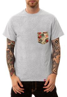 Camiseta Wevans Bolso Aplique Geométrico 2 Cinza