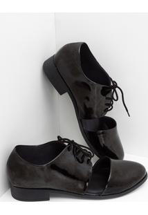Sapato Oxford Em Verniz Com Recorte