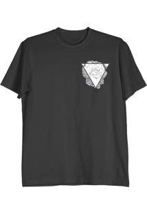 Camiseta Cnx Clothing Triângulo&Rosa Preta