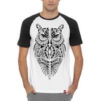 bbe4fdd59e Camiseta Raglan Wevans Coruja Maori Branco