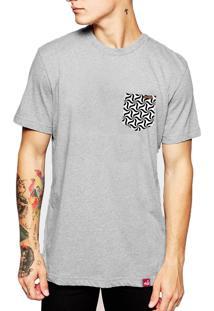 Camiseta Wevans Bolso Aplique Geometrico Cinza