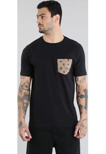 Camiseta Com Bolso Estampado Preta