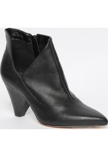 Ankle Boot Em Couro Com Vazado - Preta- Salto: 8,5Cmmya Haas