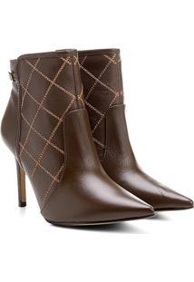 Bota Couro Shoestock Bico Fino Curto Matelassê Feminina - Feminino-Marrom