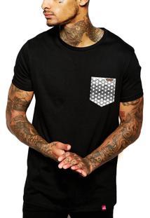 Camiseta Wevans Bolso Aplique Geométrico Preto
