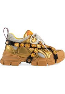 27541e65f ... Gucci Tênis Flashtrek De Couro Com Aplicações - Dourado