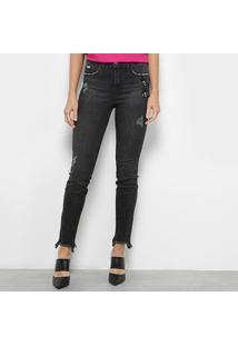 c43ff0835 ... Calça Jeans Skinny Colcci Destroyed Com Bordado - Feminino-Preto