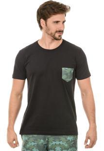 T-Shirt Bypride Bolso Camuflado Preta