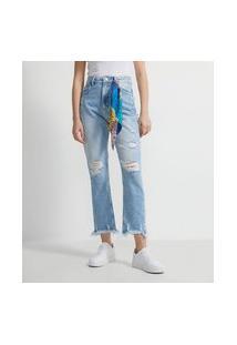 Calça Reta Jeans Com Puídos E Cinto Lenço Estampado