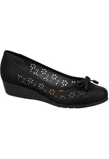 Sapato Anabela Com Recortes Vazados- Preto- Molecamoleca