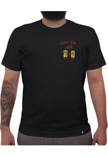 Todo Dia Um 7 A 1 - Camiseta Clássica Masculina
