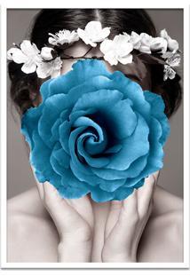Quadro 60X90Cm Amália Mulher Com Flor Azul Nórdico Moldura Branca Com Vidro