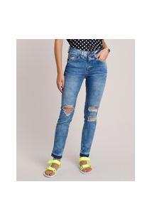 Calça Jeans Feminina Skinny Cintura Média Com Rasgos E Barra Desfeita Azul Médio