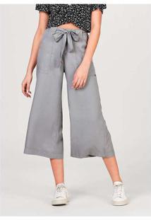 Calça Feminina Pantacourt Em Tecido De Liocel Com