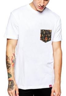 Camiseta Bolso Aplique Caveiras Old School - Masculino
