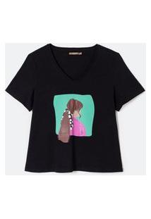 Camiseta Com Estampa De Menina Com Lenço 3D Curve E Plus Size Preto