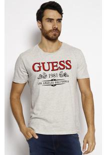 "Camiseta ""Guessâ® 1981"" - Cinza Claro & Vermelha - Guguess"