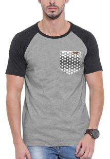 Camiseta Raglan Wevans Bolso Aplique Geometrico Cinza