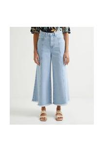 Calça Pantacourt Em Jeans Com Recorte Frontal E Barra Desfiada