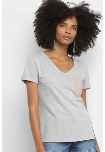Camiseta Calvin Klein Bolso Gola V Feminina - Feminino